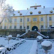 OS_Schloss-Vordereingang